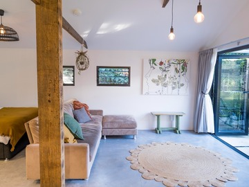 Renting out with online payment: Kite Shed Living Area