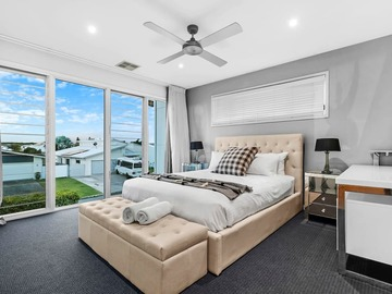 Renting out with online payment: Beige and Grey Themed Bedroom
