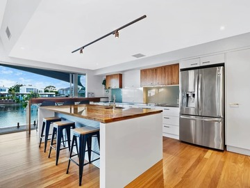 Renting out with online payment: Stunning Kitchen with Massive Island Bench