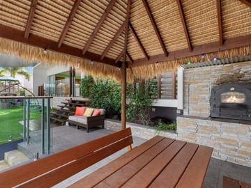 Renting out with online payment: Private Bali Hut with Wood Fire Pizza Oven