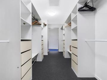 Renting out with online payment: Wardrobe
