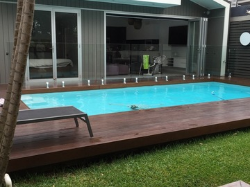 Renting out with online payment: Pool with Seating Area