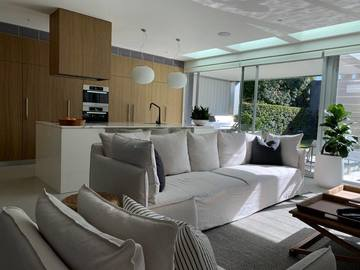 Renting out with online payment: Well-Lit Open Plan Living Area