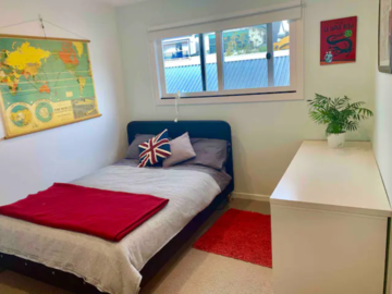 Renting out with online payment: Minimalist Bedroom