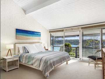 Renting out with online payment: Huge Bedroom with Views of the Water from the Windows