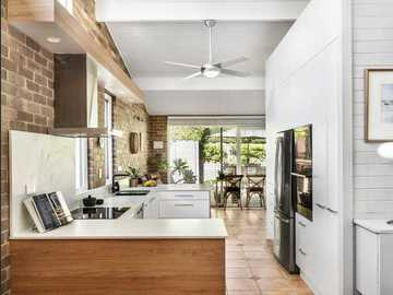 Renting out with online payment: Kitchen with Stone Benchtops
