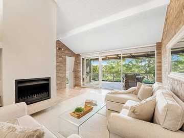 Renting out with online payment: Spacious Lounge Area with Open Wood Fireplace