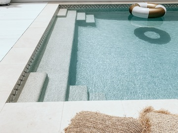Renting out with online payment: Luxury White Hamptons Style Pool