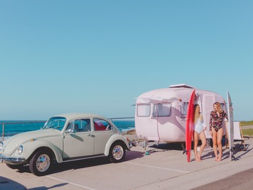 Renting out with online payment: Pink Vintage Sunliner caravan