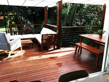 Renting out with online payment: Tropical feel outdoor deck