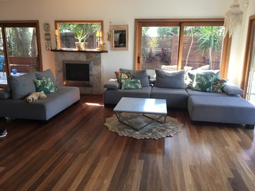 Renting out with online payment: Big bright living room