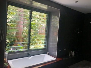 Renting out with online payment: Big Balinese Style Bathroom