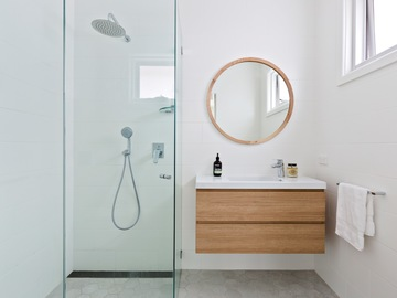 Renting out with online payment: Modern bathroom