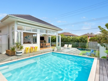 Renting out with online payment: Deck, pool and garden