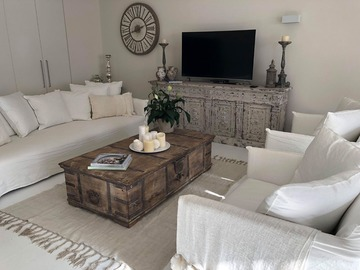 Renting out with online payment: Lavish Living room