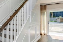 Renting out with online payment: Classic Staircase