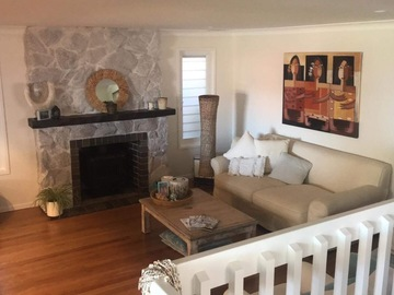 Renting out with online payment: Lounge with white washed fireplace