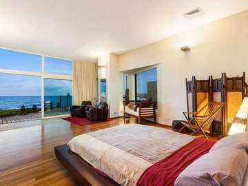 Renting out with online payment: Luxury Villa Master Bedroom - Lower level