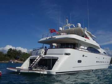 Renting out with online payment: Luxurious Yacht - 100ft Jumbo Azimut 'Lady Pamela'