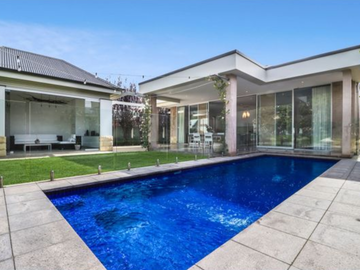 Renting out with online payment: Poolside