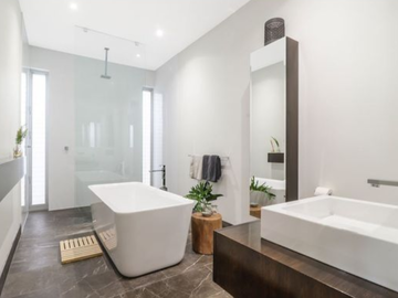 Renting out with online payment: Stunning modern bathroom
